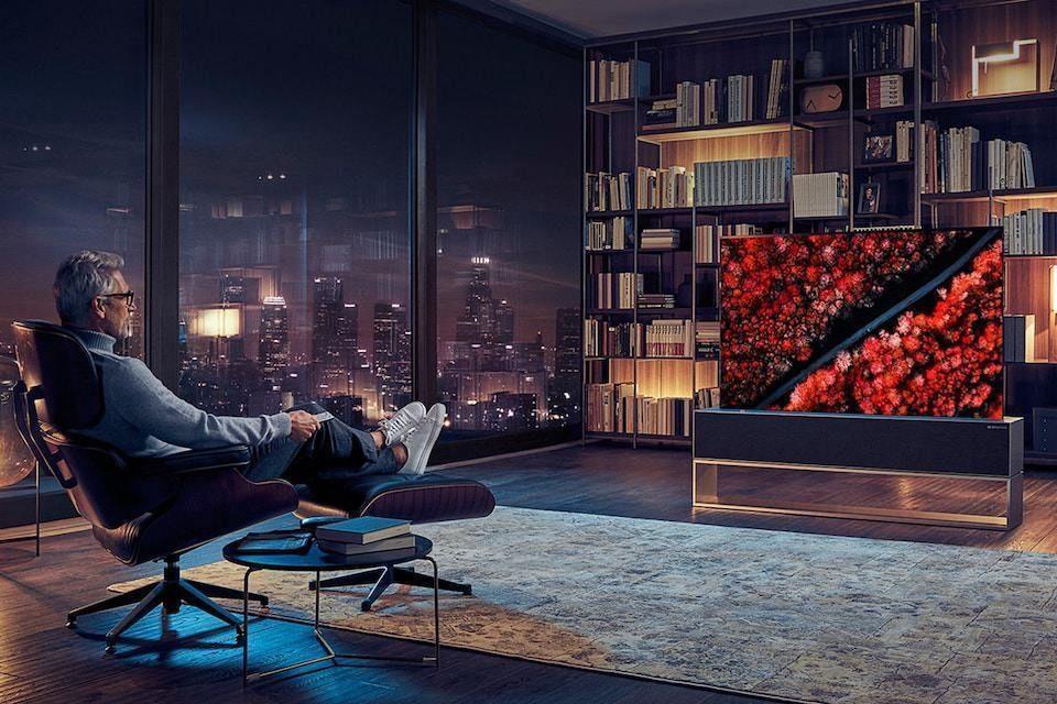 LG объявила о старте продаж сворачивающегося телевизора OLED R