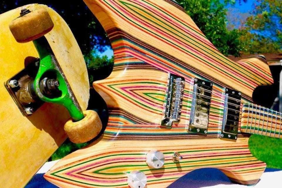 Деку и гриф электрогитары Burls Art Skate Guitar сделали из склеенных под давлением скейтбордов
