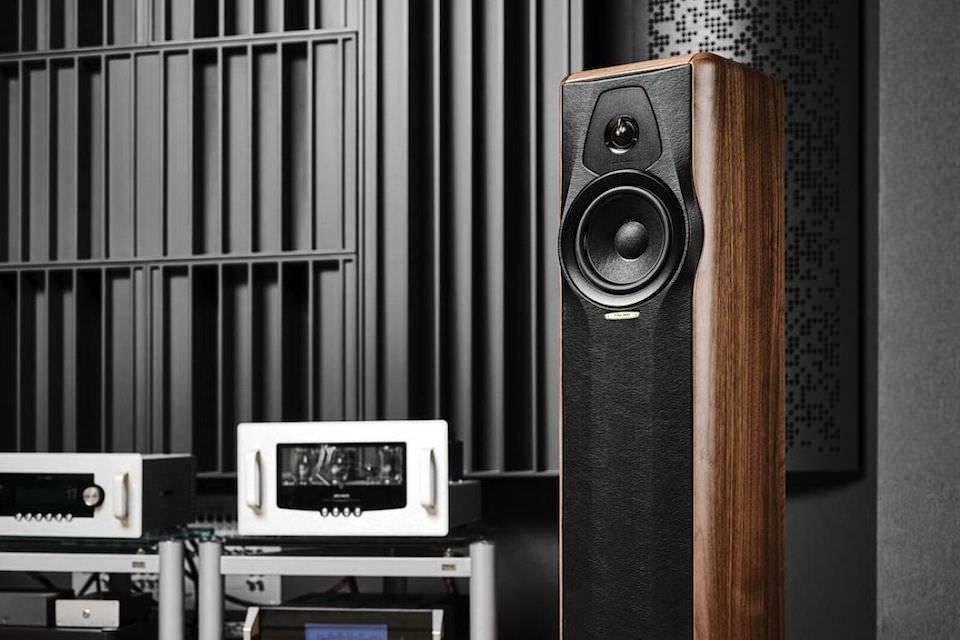 Hi-Fi & High End Show 2021: Sonus faber в окружении ламп Audio Research