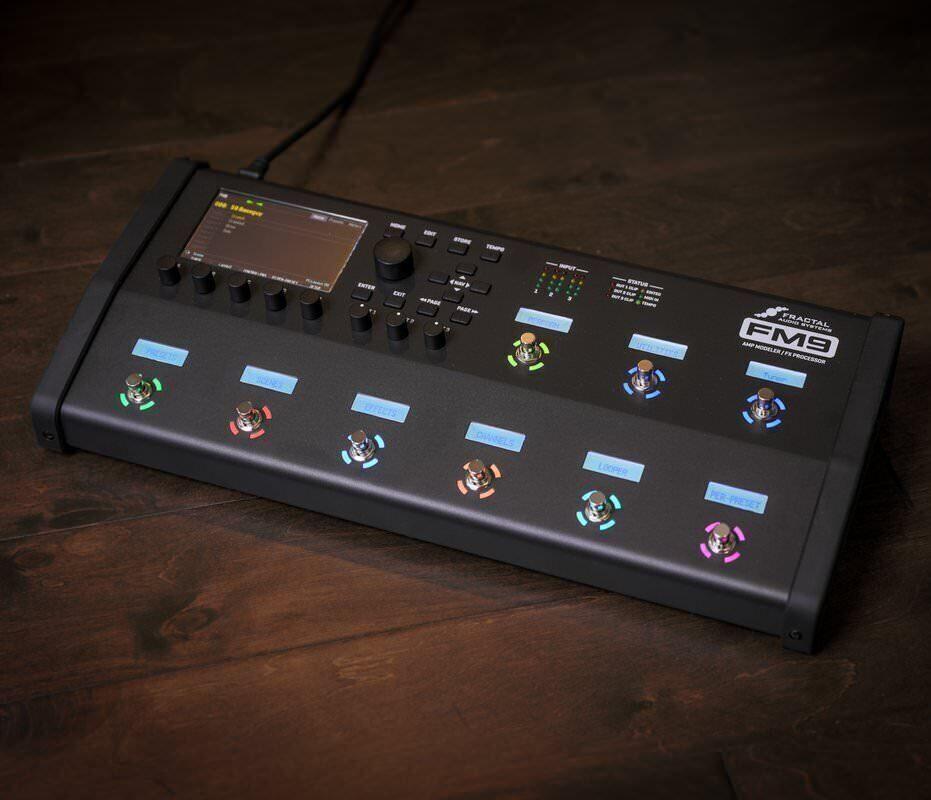Флагманский гитарный процессор Fractal FM9: четыре DSP-ядра, сотни эффектов и более 2 000 кабинетов