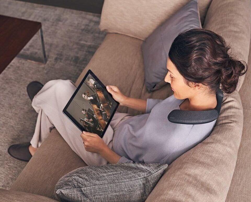 Sony выпустила нашейную колонку SRS-NS7 с поддержкой Dolby Atmos и 360 Reality Audio