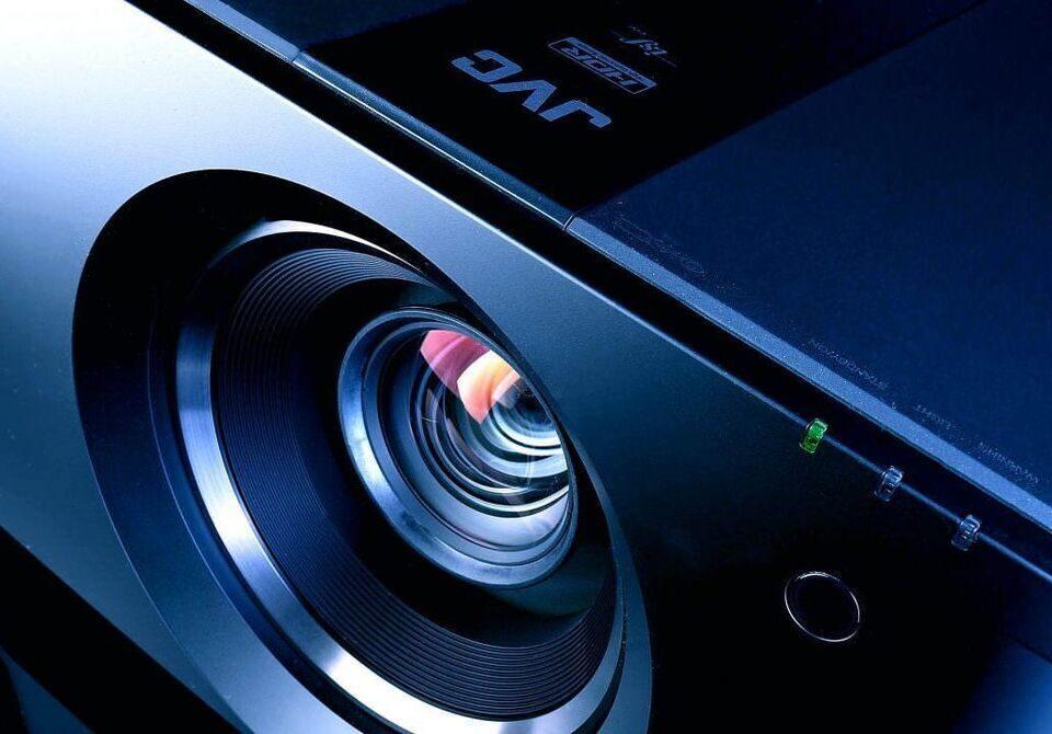 Слухи: в сентябре JVC представит серию проекторов с лазерно-фосфорными источниками света