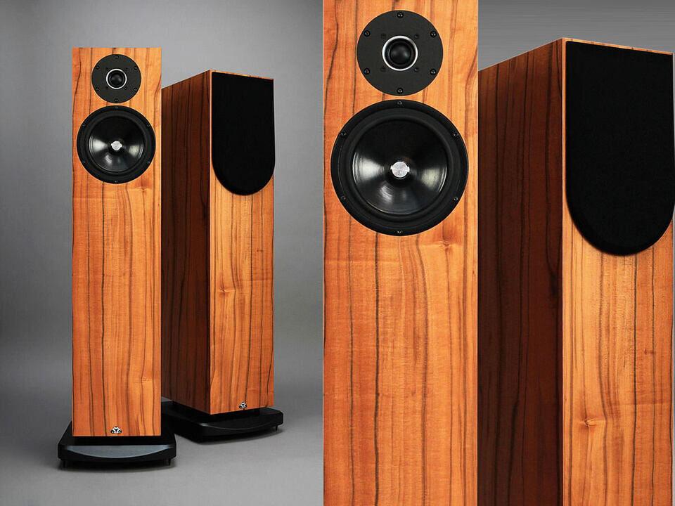Kudos Audio выпустила полочные колонки Cardea Super 10A и напольники Super 20A