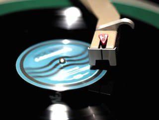 Джек Уайт выпустил виниловую пластинку со скрытыми треками
