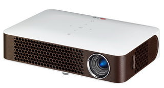 LG MiniBeam PW700: карманный проектор яркостью 700 ANSI люмен