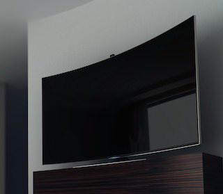 Приложение Samsung Safe Home превращает телевизор в камеру слежения