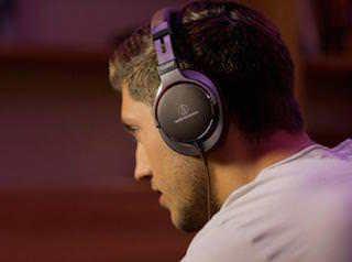 Audio-Technica представит три модели премиальных наушников на CES 2015