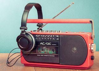 Эфирное радио популярней цифровых сервисов