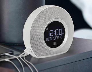 JBL Horizon: будильник с фирменным звуком