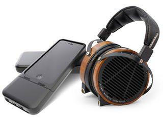 В чехле HiFi-Skyn для iPhone установлен аудиофильский усилитель для наушников