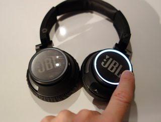 JBL Synchros S400BT: беспроводные наушники с сенсорным управлением