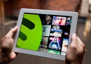Universal Music потребовала ограничить бесплатное прослушивание музыки через Spotify