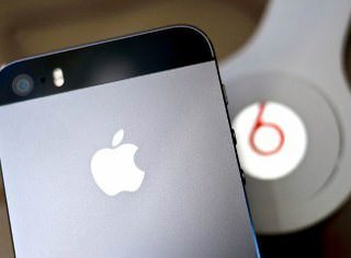 Apple хотела запретить бесплатный стриминг музыки