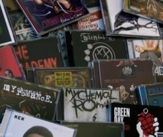 С 2004 года продажи музыкальных CD в США упали почти в 5 раз