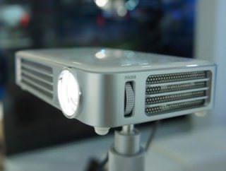 Vivitek показала компактный светодиодный проектор Qumi Q6