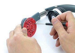 Независимое расследование: в наушники Beats вставляют кусочки металла, чтобы сделать их тяжелее
