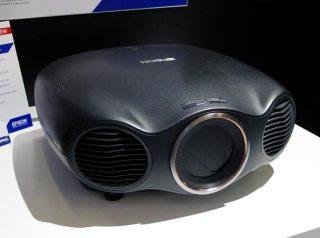 На российском рынке появился лазерный проектор Epson EH-LS10000