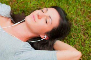 Американцы в этом году прослушали 135 млрд треков в стриминге