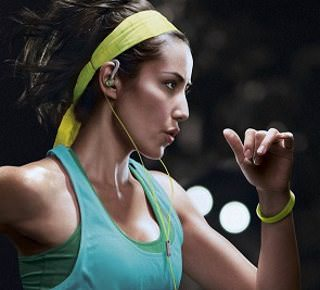 Линейка спортивных наушников Philips ActionFit