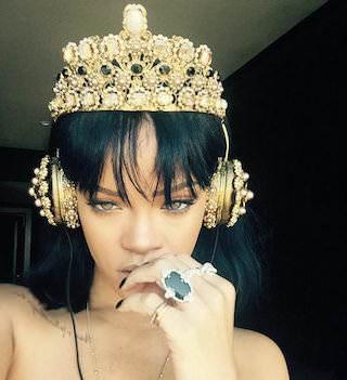Наушники Dolce&Gabbana за 8 995 долларов моментально раскупили после фото с Рианной
