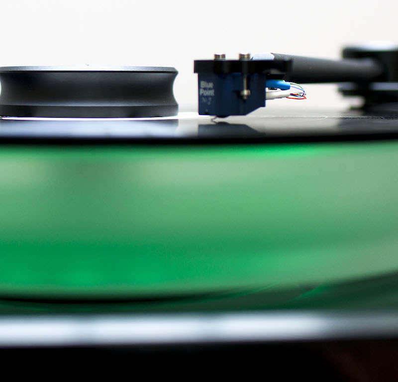 На «Винил Джем 2016» привезут LP-проигрыватель McIntosh MT5 с зеленой подсветкой диска