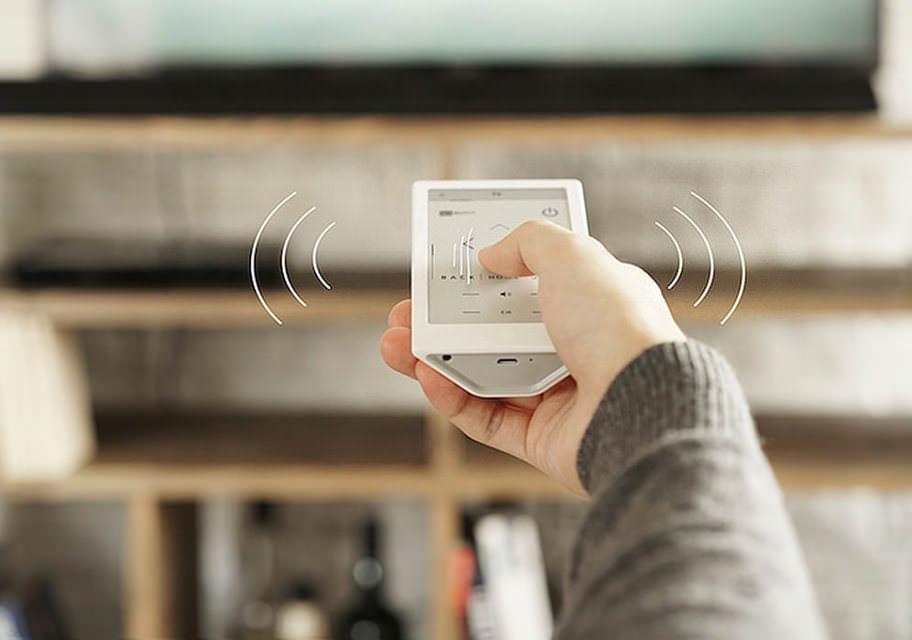 Sony выпустила универсальный пульт дистанционного управления Huis с E-Ink дисплеем