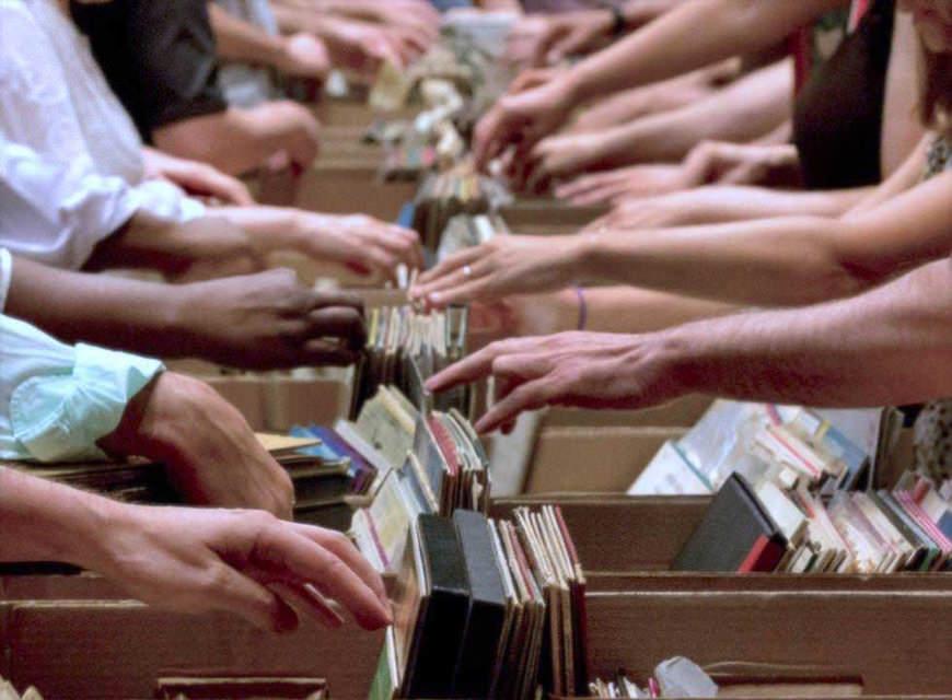 На продажах виниловых пластинок в 2015 году музыканты заработали больше, чем на YouTube и бесплатном Spotify
