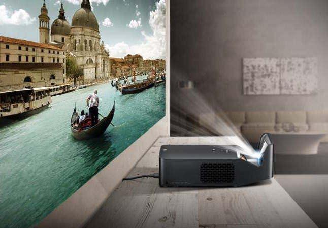 LG выпустила короткофокусный LED-проектор PF1000U с яркостью 1000 люмен