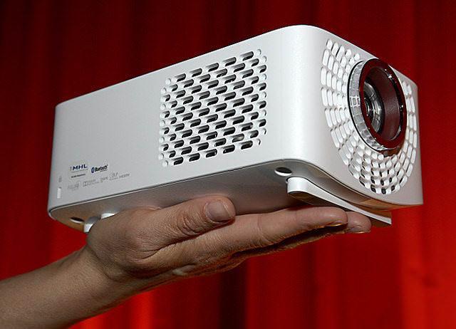 LG представила небольшой светодиодный Full-HD-проектор PF1500G с яркостью 1400 Лм