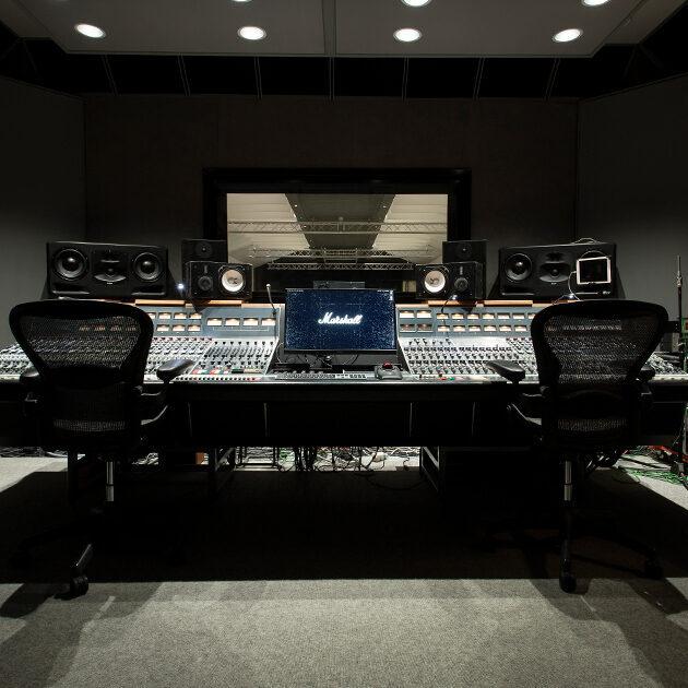 Marshall открыла в Англии музыкальную студию с гитарами, усилителями и педалбордами