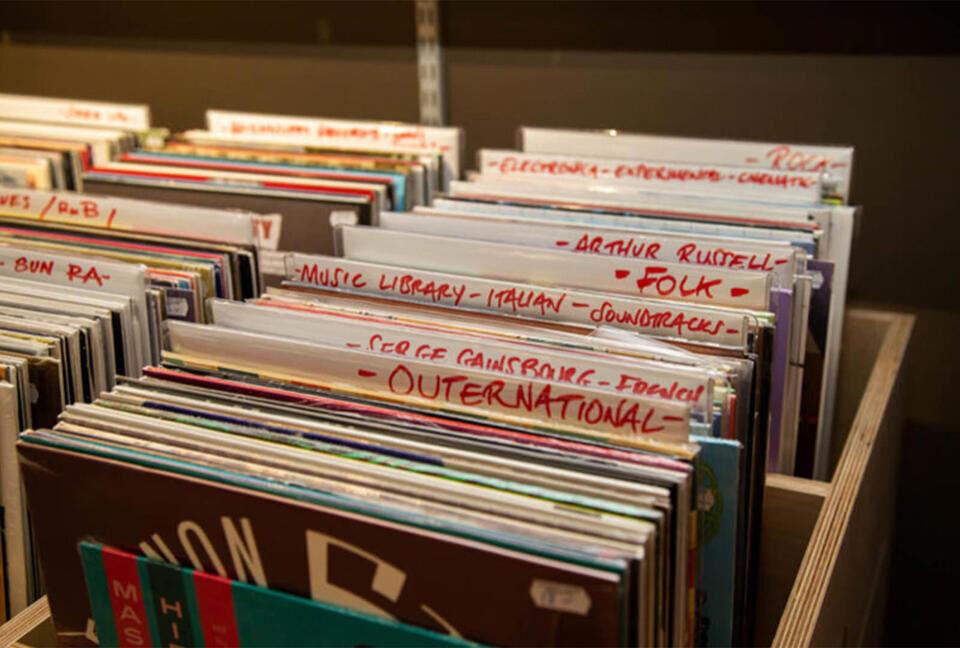 Магазин Smarty Disc-overy Store откроется в Лондоне накануне Record Store Day 2021 и будет продавать случайные пластинки