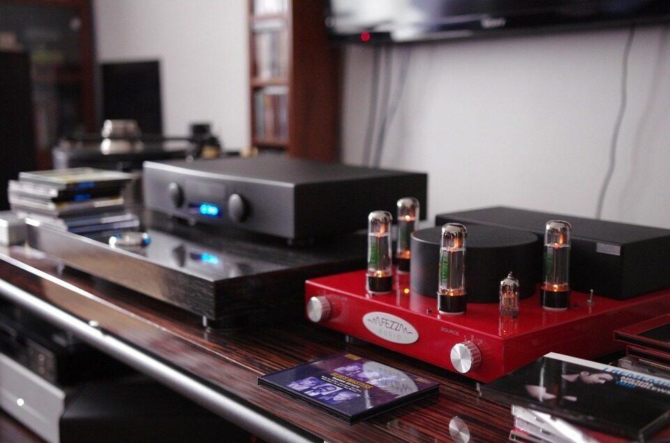 Компания Digital Fruits стала дистрибьютором польских ламповых усилителей Fezz Audio