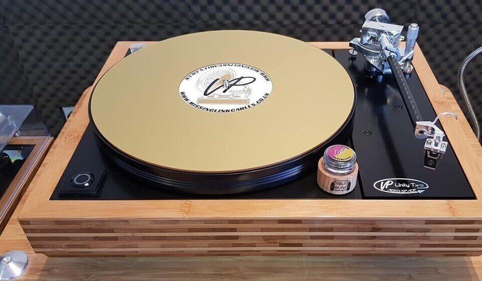 Vinyl Passion представила колонки Alchris и эталонный проигрыватель винила JM-12