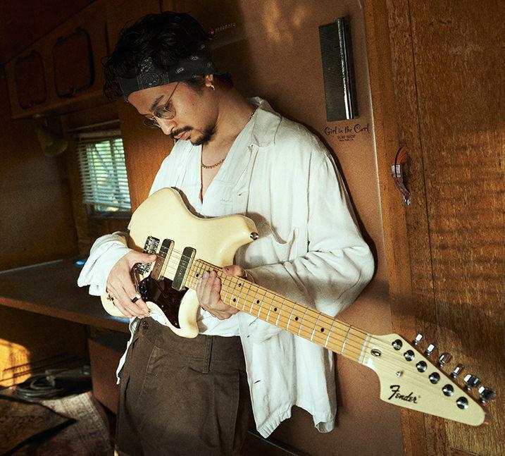 На базе редкой гитары Fender Swinger 1969 года вышла подписная модель японского гитариста Дайки Цунэта