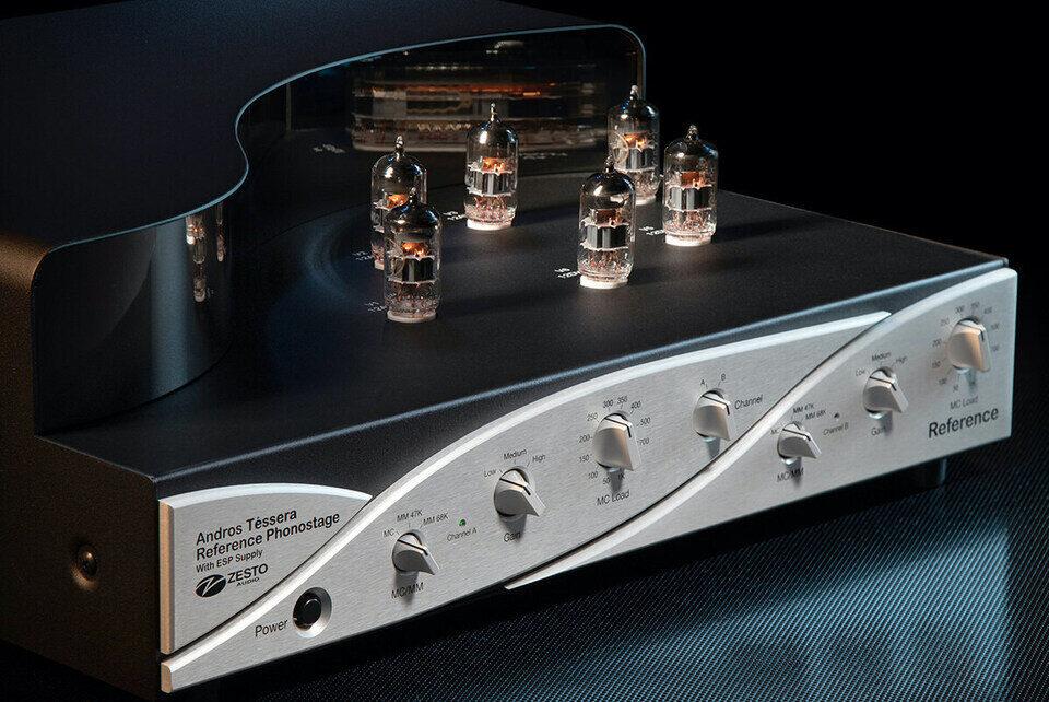 Референсный фонокорректор Zesto Audio Andros Téssera: двойное моно для четырех тонармов на лампах 12DW7