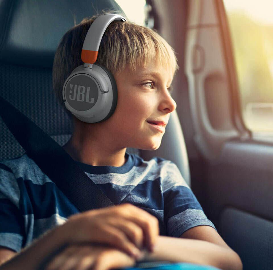 Наушники JBL JR 460 NC для детей: все взрослые функции вплоть до ANC, но с ограничением громкости