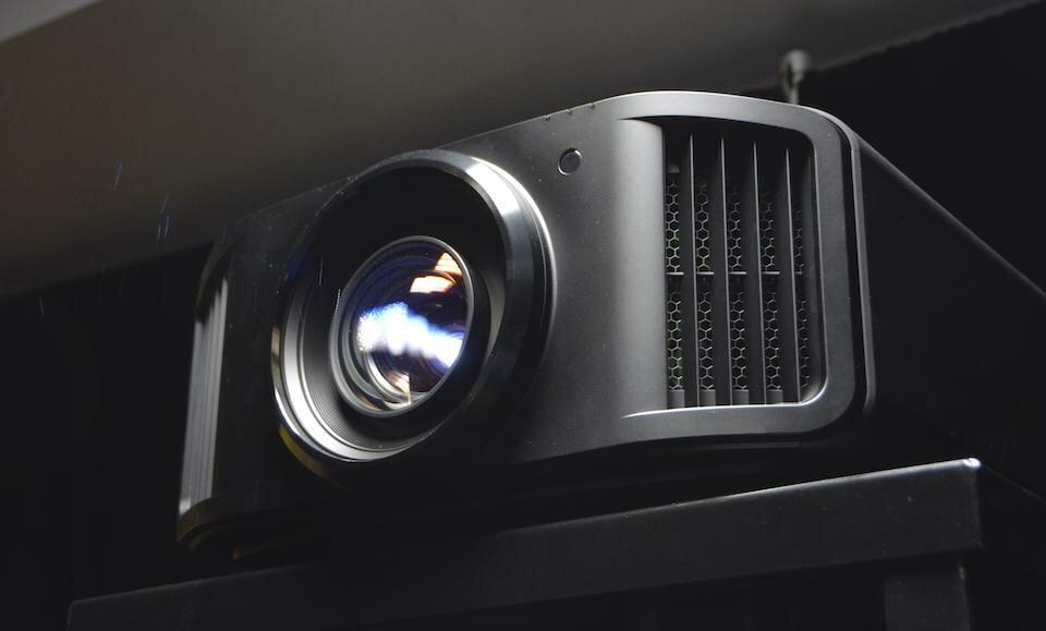 На выставке ISR 2021 показали флагманский проектор JVC DLA-NZ9