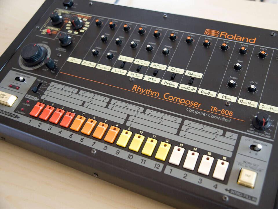 DinSync RE-808: набор для самостоятельной сборки точной реплики драм-машины Roland TR-808