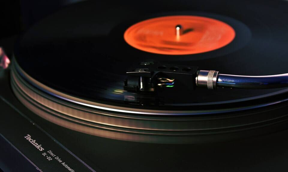 Отчет RIAA: винил почти удвоил объемы продаж в США, но стриминг опять превзошел всех
