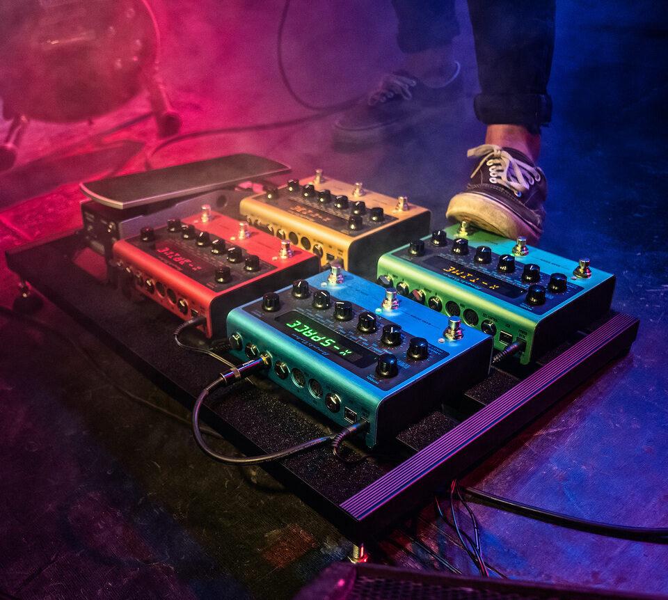IK Multimedia представила линейку гитарных примочек AmpliTube X-Gear на фирменных технологиях