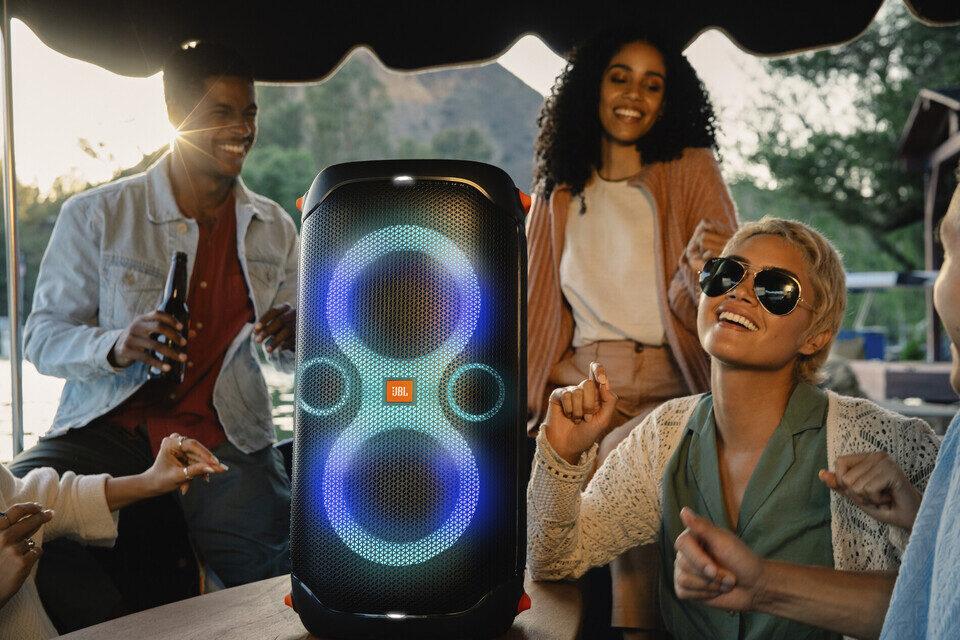 Беспроводная колонка для вечеринок JBL PartyBox 110: звук и свет на всю ночь